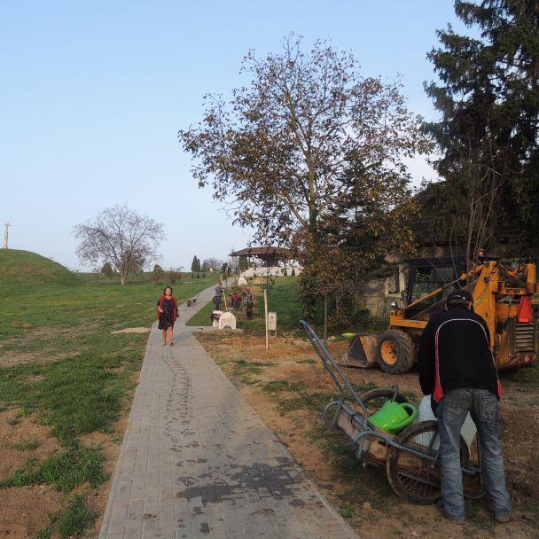 Výstavba chodníka - cintorín Malý Báb - 2014