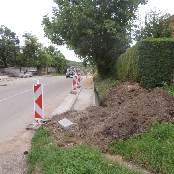 Výstavba chodníka - Malý Báb - 2016